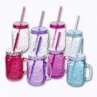 verres ou bouteilles avec couvercles et pailles