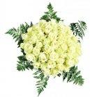 bouquet de 50 roses avec fougeres