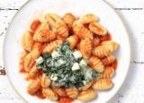 Gnocchis au chèvre et aux épinards, sauce tomate