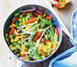 legumes pour wok