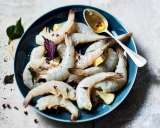 queues de crevettes crues carapaces coupees asc