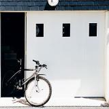 photo Porte de garage coulissante PVC hublots - L.240 x h.200 cm (en kit)